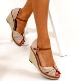 Sandales compensées beiges