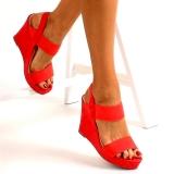 Sandales rouges compensées