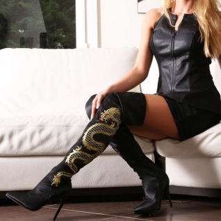 femme en cuissardes noires