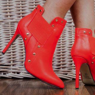 porter des bottines rouges