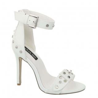 Sandale blanche cloutée
