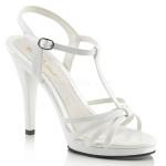 Belle chaussure blanche d'été