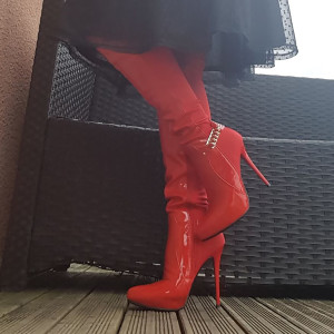 genouillere rouge talon haut